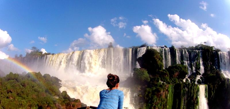 Vista da queda d'água das Cataratas do Iguaçu do lado argentino