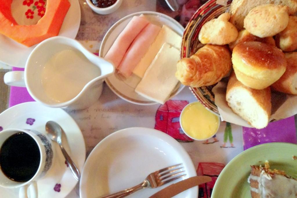 Café da manhã gávea casa da táta