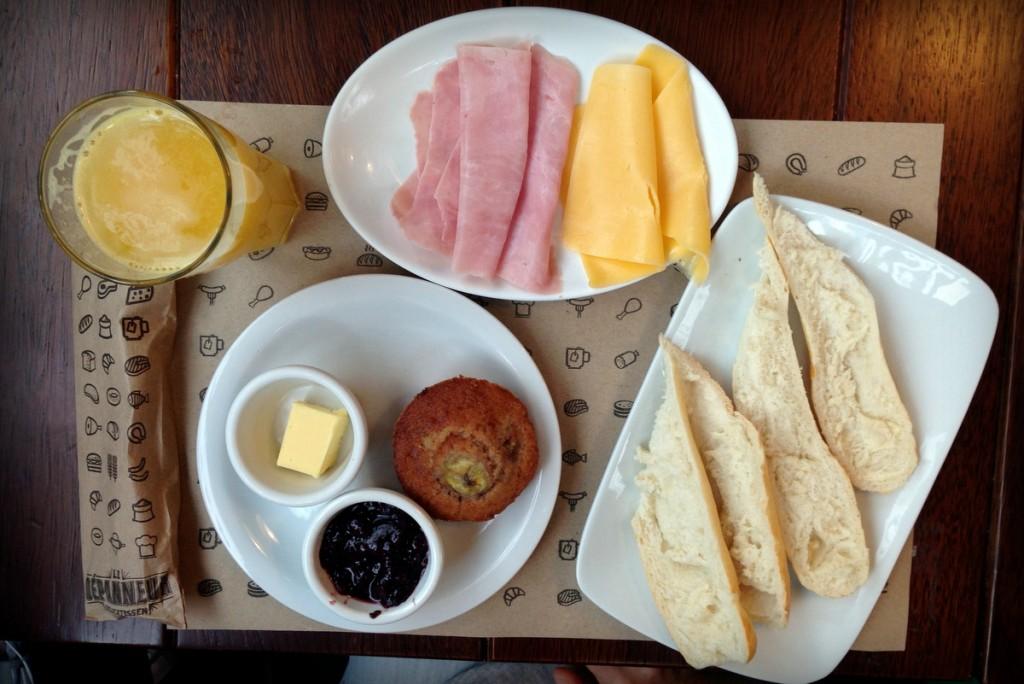 Café da manhã Botafogo Le Depanneur