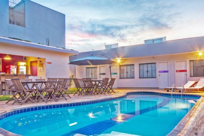 Piscina do Concept Design Hostel & Suites