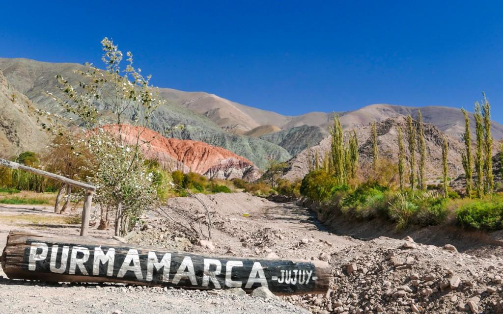 Entrada de Purmamarca com o Cerro Siete Colores ao fundo