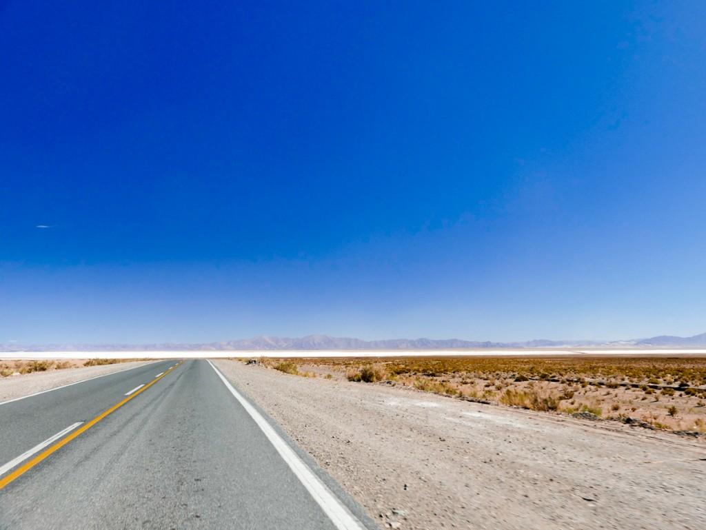 Estradas deserta no norte argentino