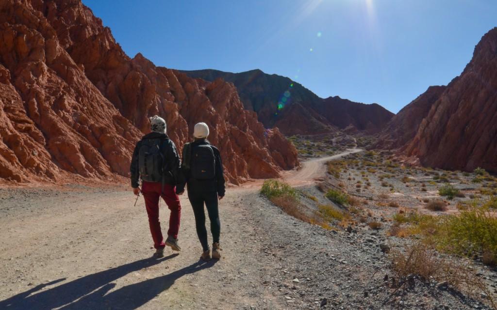 Montanhas e trilha do Paseo Los Colorados em Purmamarca
