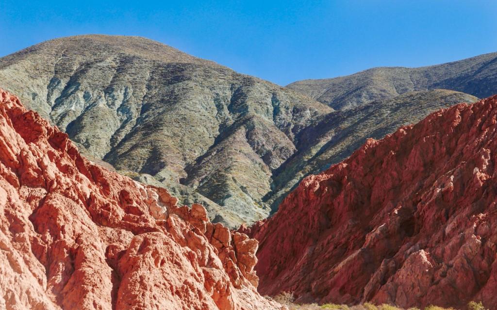Montanhas coloridas em Purmamarca na Argentina
