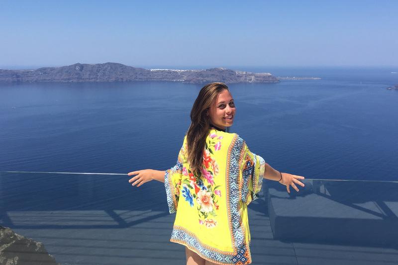 Piscina imperdível em Santorini