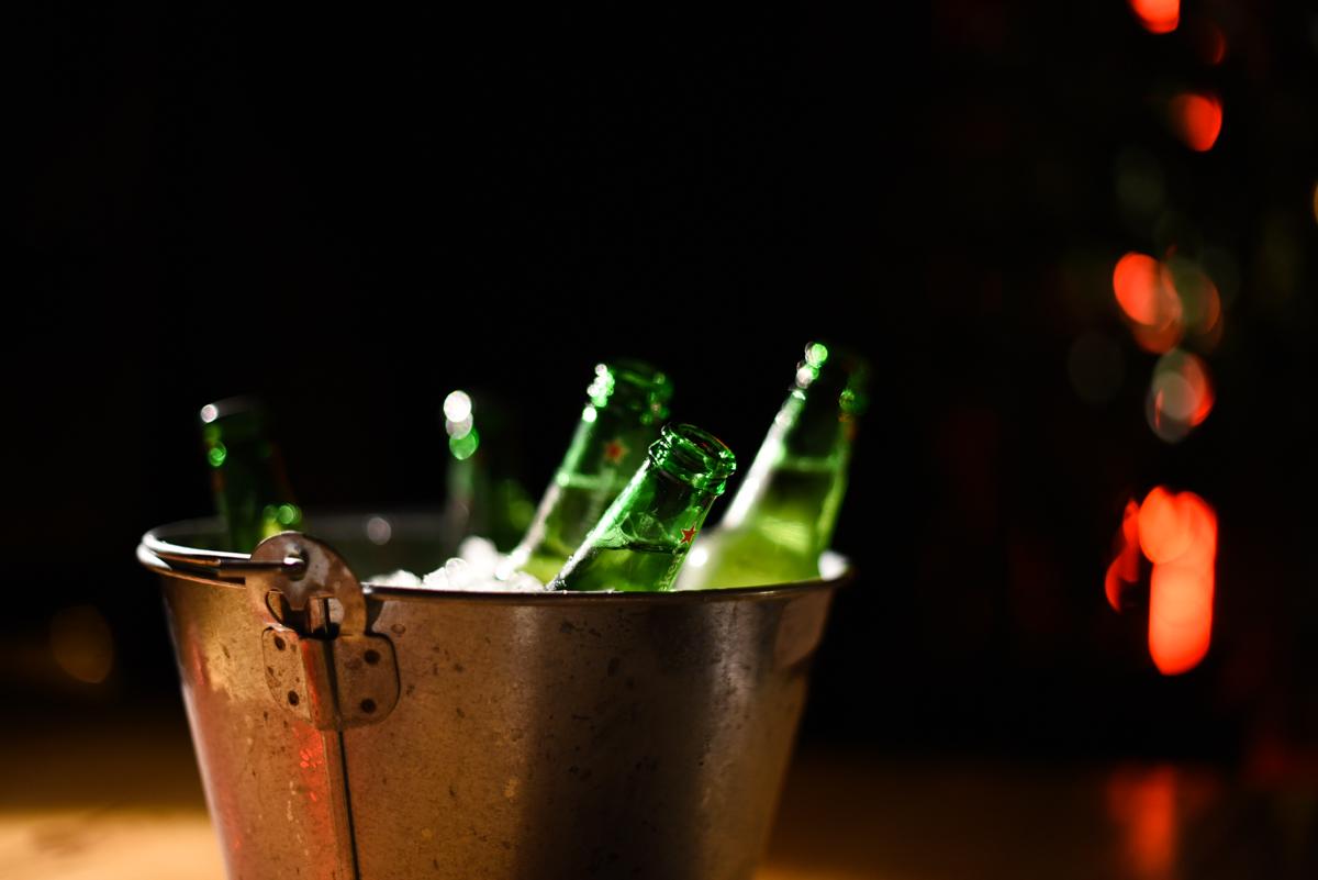 Balde com cervejas Heineken