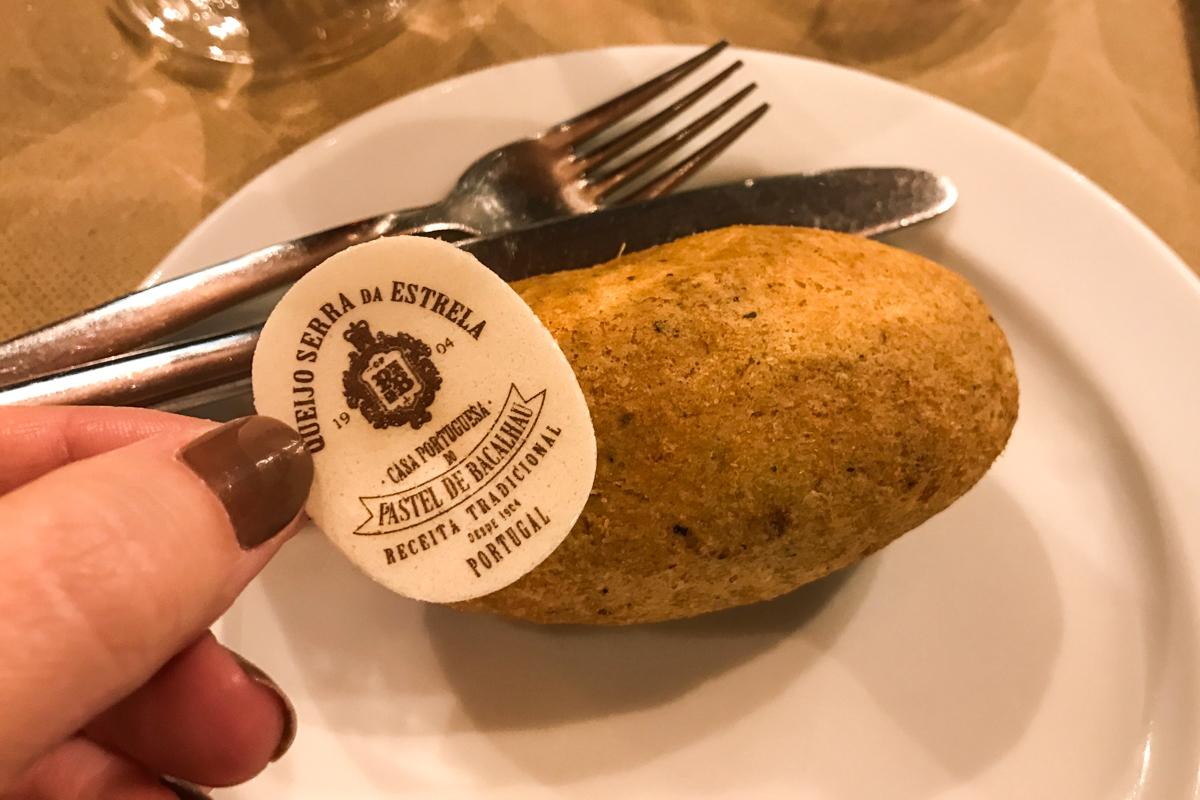 Pastel de bacalhau do Museu da Cerveja