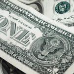 Vai viajar para o exterior? Descubra onde encontrar a melhor cotação do dólar