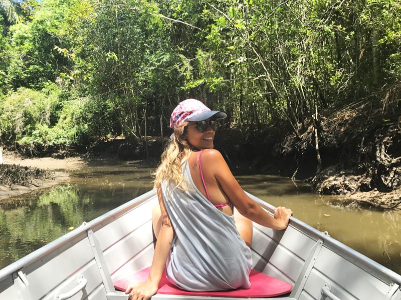 passeio de barco pelo rio das contas itacaré, bahia,