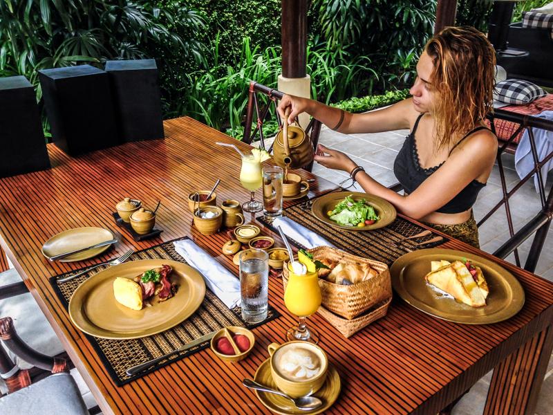 Café da manhã no Kayumanis Sanur, Bali, Indonesia