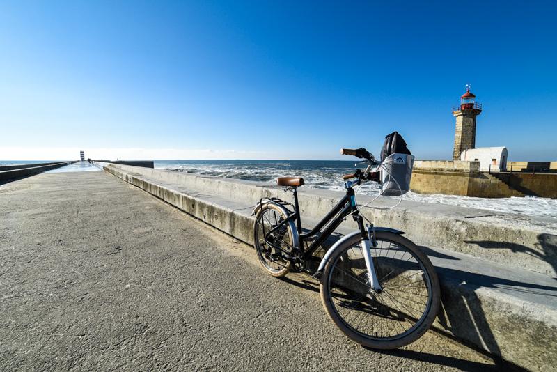 Passeio de bicicleta pela Ribeira, Porto, Portugal