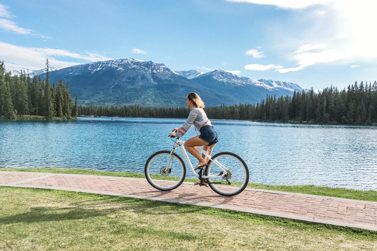 Passeio de bicicleta pelo Lake Beauvert