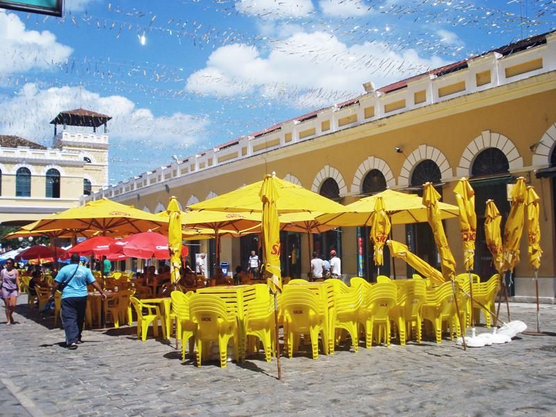 mesas na área externa do mercado público de florianópolis