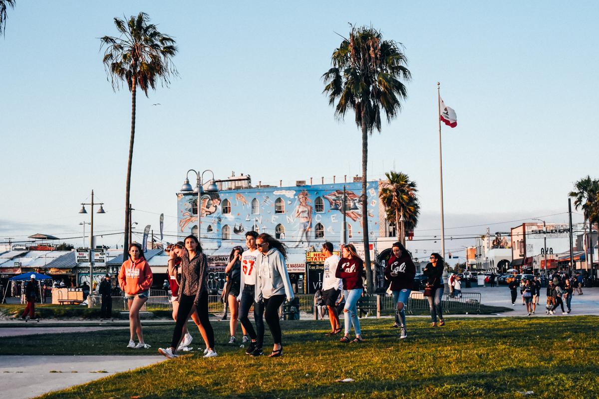 Jovens em Venice Beach