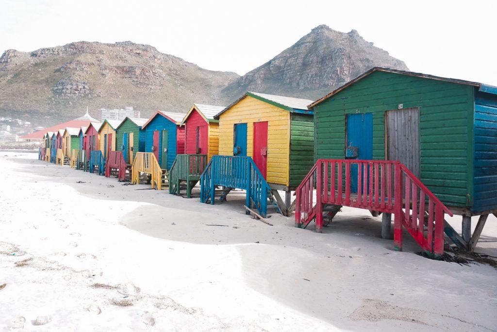Vestiários coloridos em Muizenberg