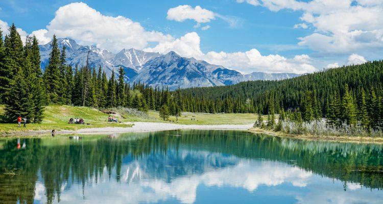 Lago localizado em Banff no Canadá