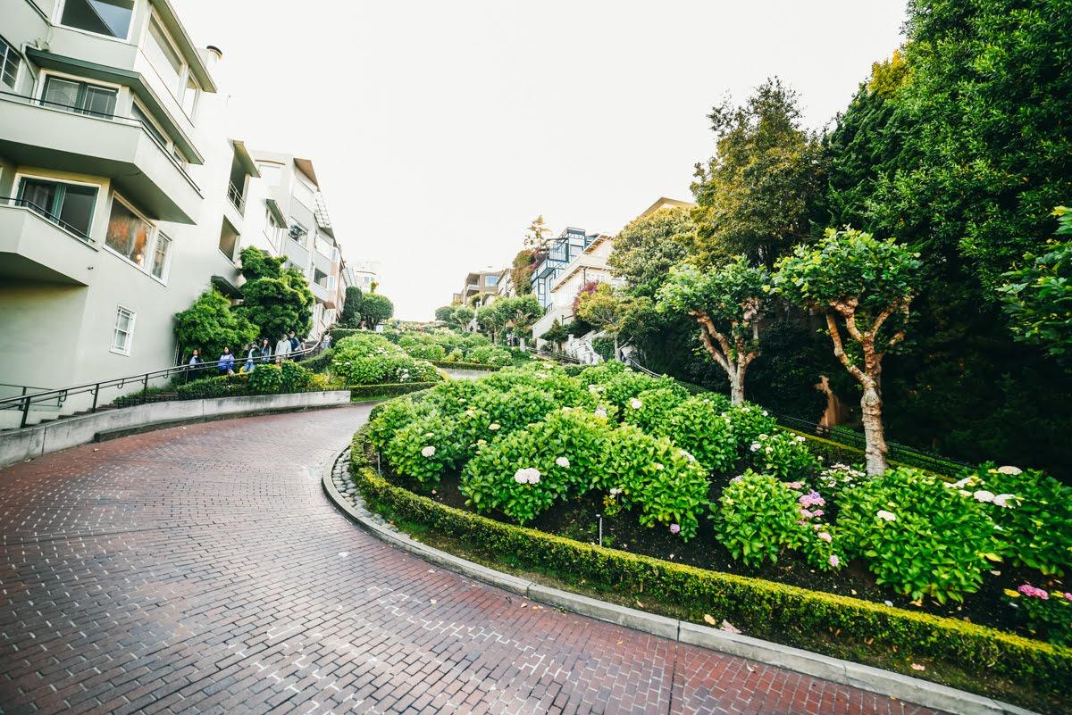 Curvas das Lombrad Street em São Francisco, na Califórnia