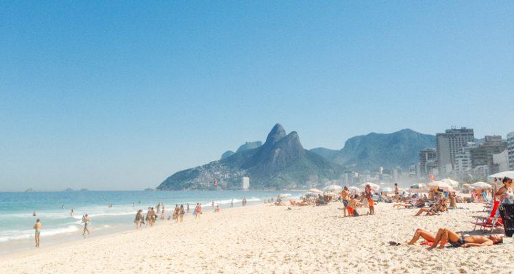 Vista do Rio na praia de Ipanema