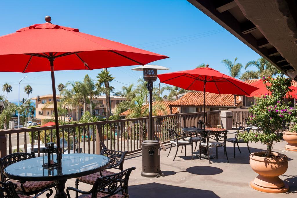 Área externa do Laguna Beach Inn com vista para a praia