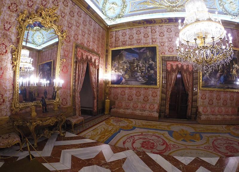 Uma das salas do interior do Palácio Real em Madrid