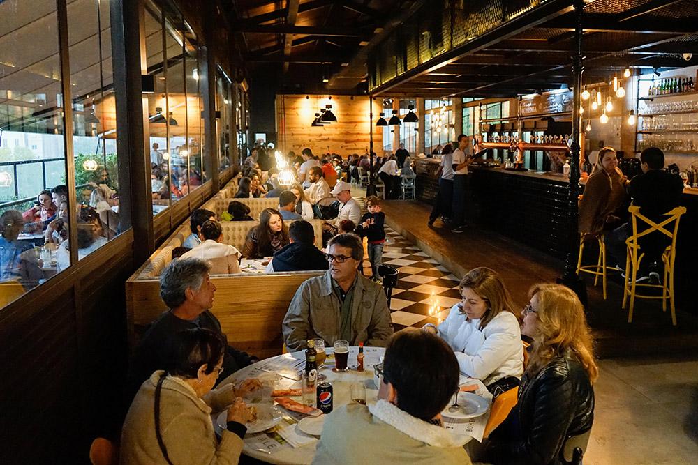 Área do Restaurante da Cervejaria Bohemia em Petrópolis