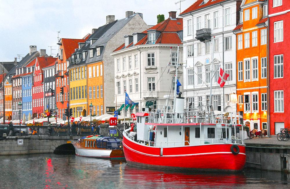 Casas coloridas de Nyhavn em Copenhagen