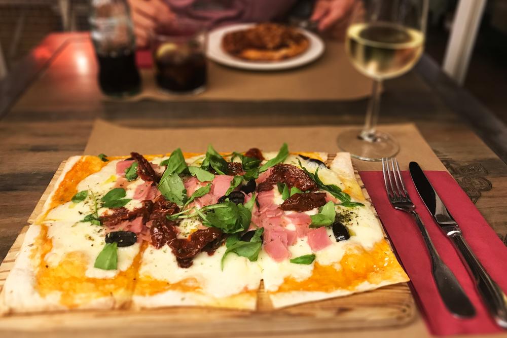 jantar no restaurante ho hostel 007 em Madrid
