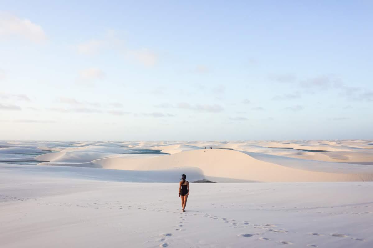 Caminhada pela areia branca dos lençóis maranhenses