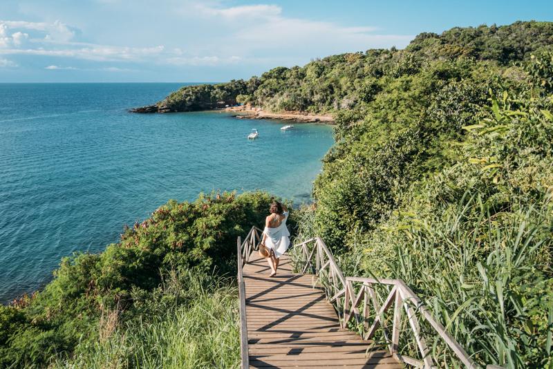 Escadaria que dá acesso às Praias Azeda e Azedinha
