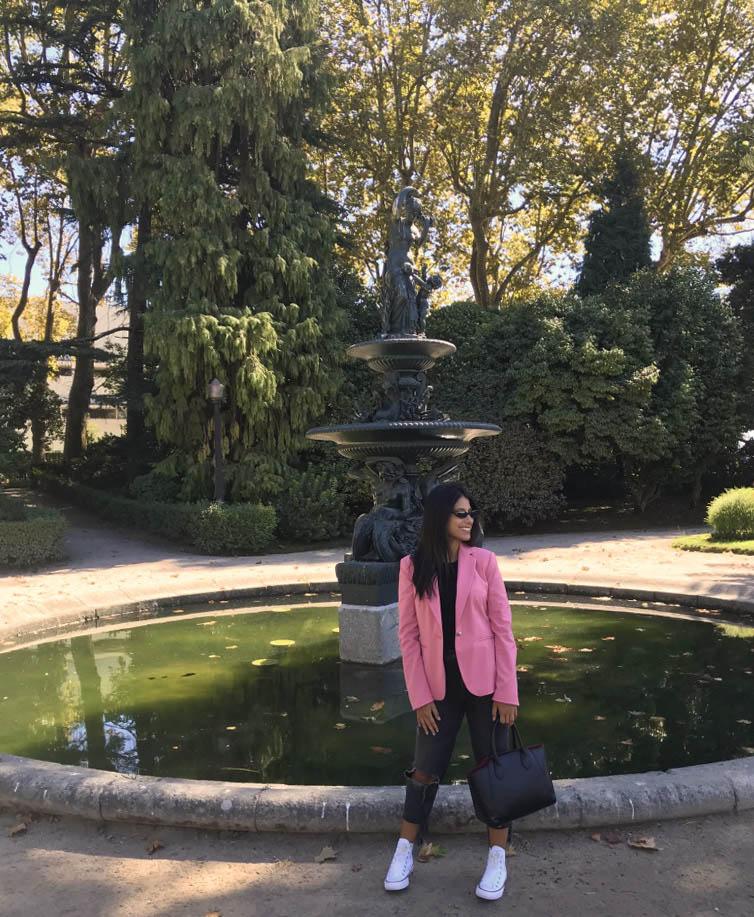 Foto em frente a fonte no jardim do palacio de cristal do porto