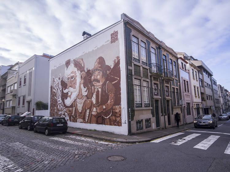 Foto da arte de rua na rua miguel bombarda em porto