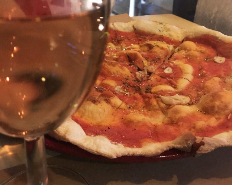 Pizza do restaurante Maus Hábitos no Porto