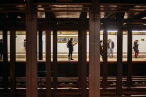 Plataforma da estação de metrô de Nova York