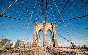 Brooklyn Bridge de manhã cedo em Nova York