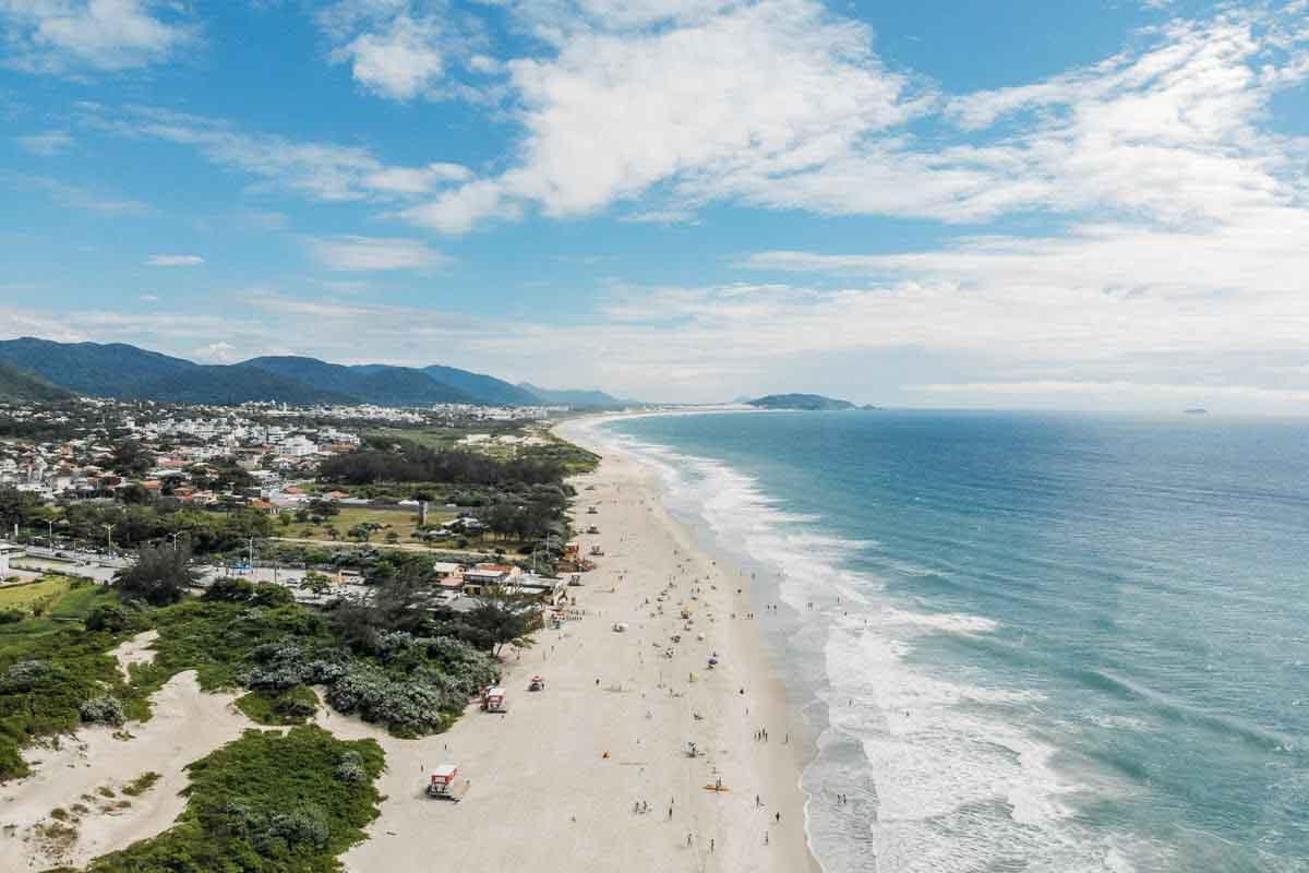Vista do alto da praia do Campeche