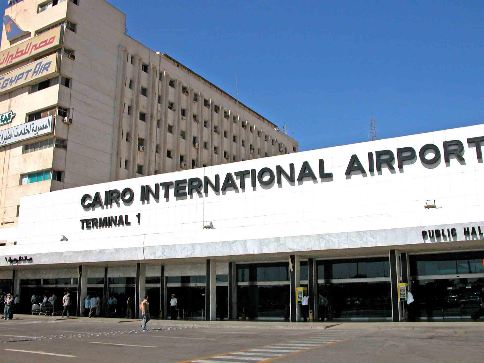 Lado de fora do Aeroporto internacional do Cairo
