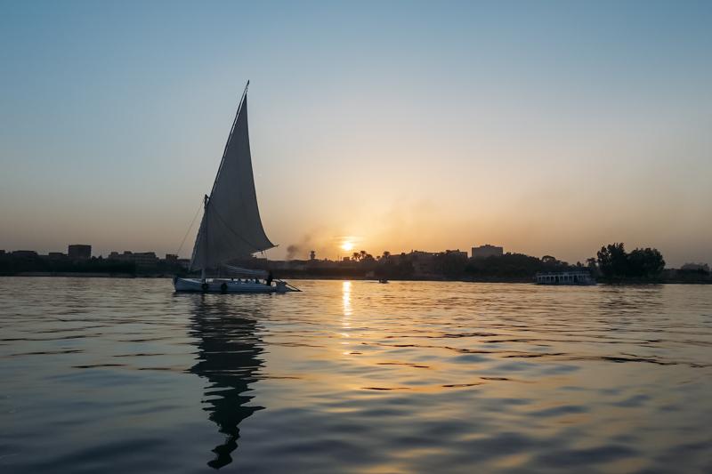 Passeio de felucca pelo Rio Nilo no anoitecer