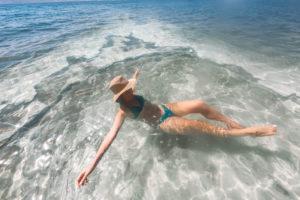 Mar Morto Jordânia: como foi flutuar num dos lagos mais salgados do mundo