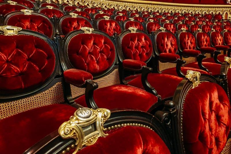 O luxuoso salão principal do Opera Garnier