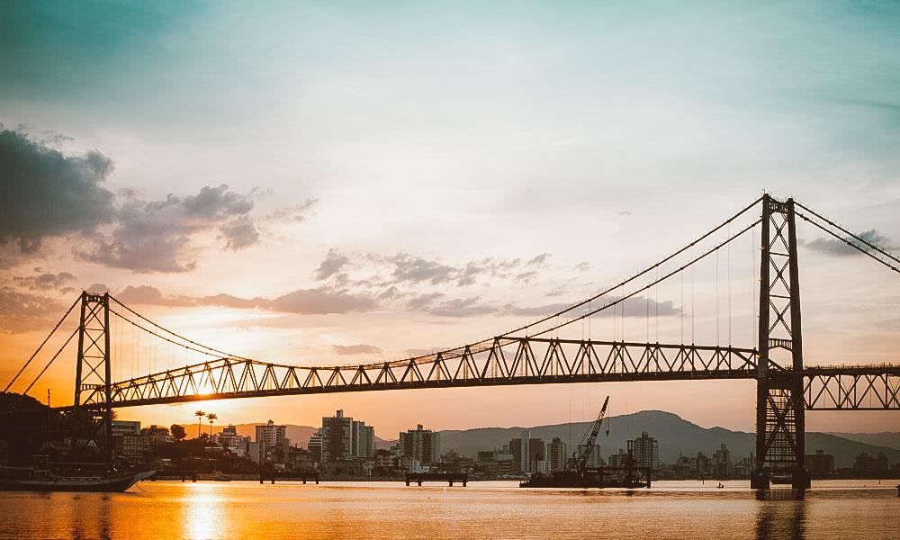 passeios em florianópolis ponte hercílio luz