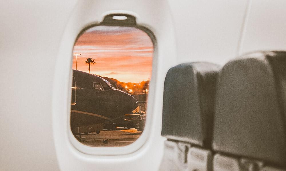 seguro viagem itália janela avião