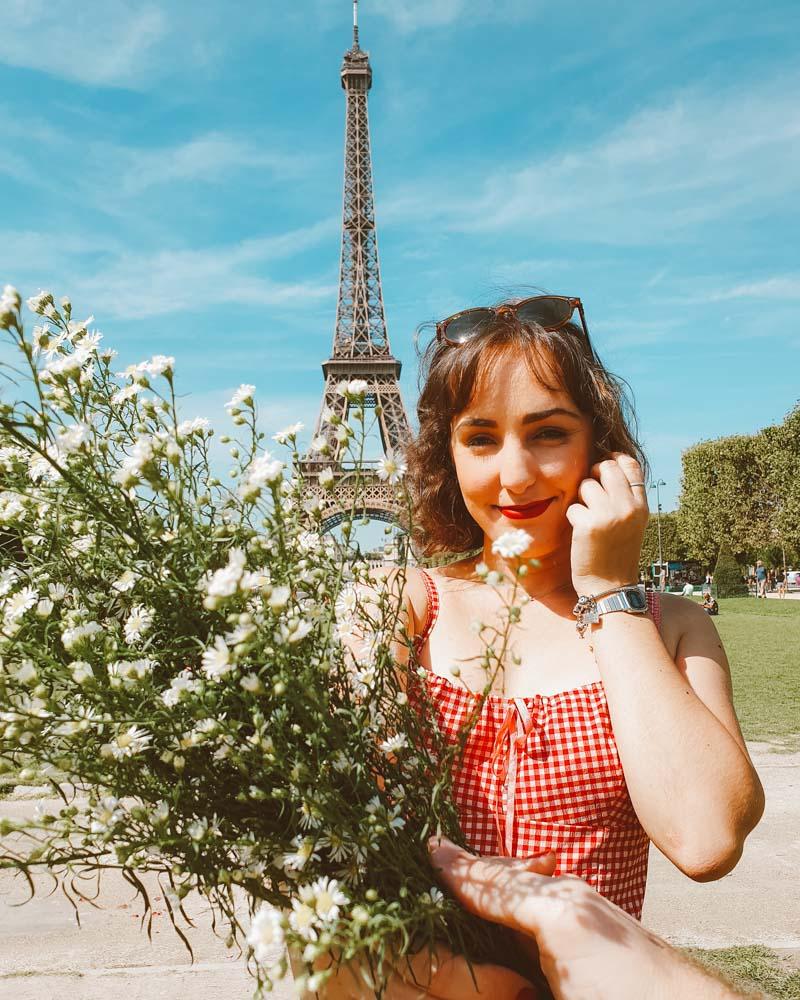 torre eiffel bouquet de flores