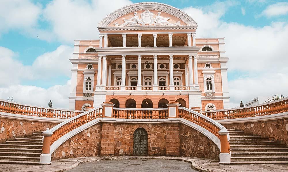 destinos baratos no brasil teatro amazonas