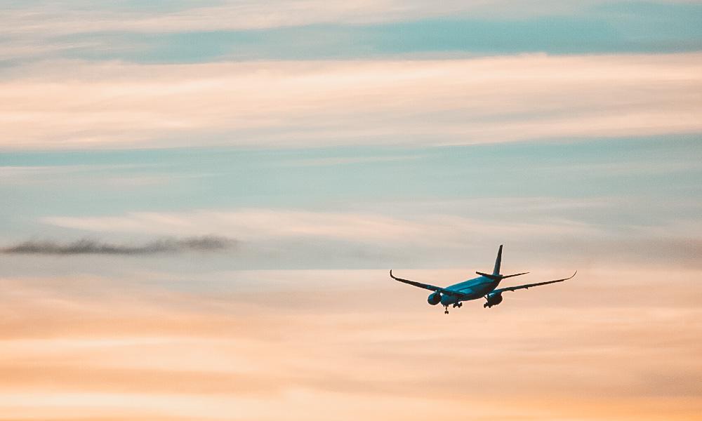 seguro viagem travel ace por do sol aviao