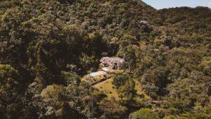 Airbnb em Petrópolis: 10 casas em meio à natureza para se hospedar
