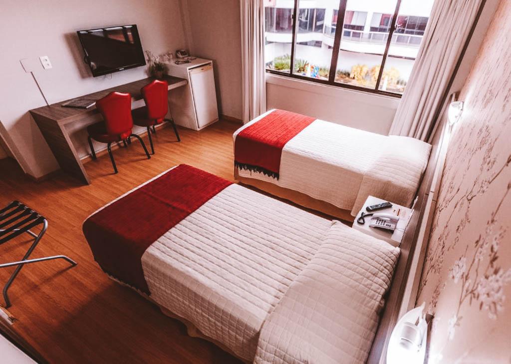 onde ficar em foz hotel barato