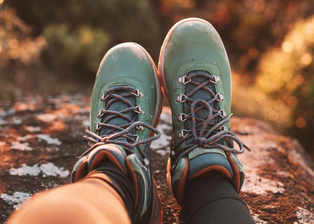calçado para trilhas
